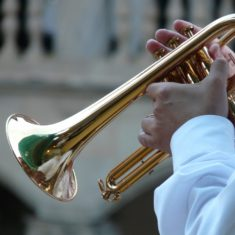 Dis comment ça marche une trompette ? Et comment bien l'entretenir ?